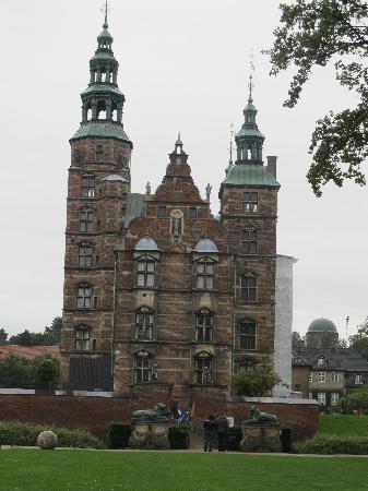 ปราสาทโรเซนเบิร์ก: Entrance