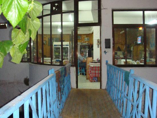 O Mylos: Entrance to Taverna