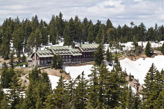 Crater Lake Lodge: View from trail