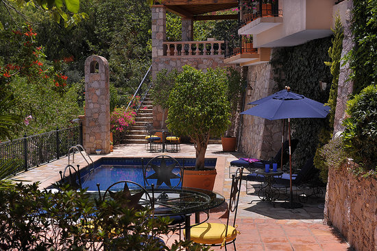 Casa Estrella de la Valenciana : Relax poolside while enjoying panoramic views