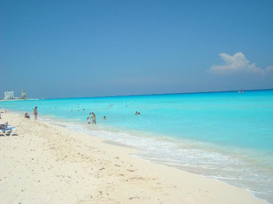 Gran Caribe Resort: La playa hermosa!!!