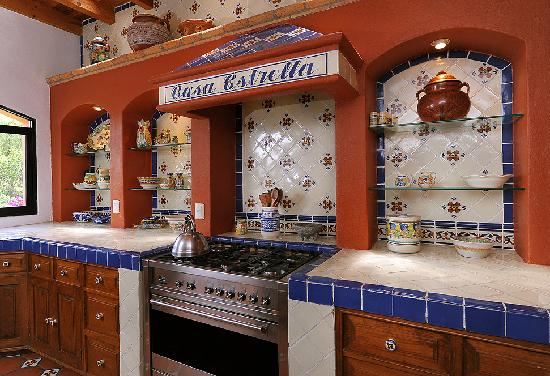 Casa Estrella de la Valenciana: Custom-made Mexican tiles decorate the cocina