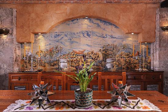 Casa Estrella de la Valenciana : A stunning mural by Capelo, grand master in Guanajuato