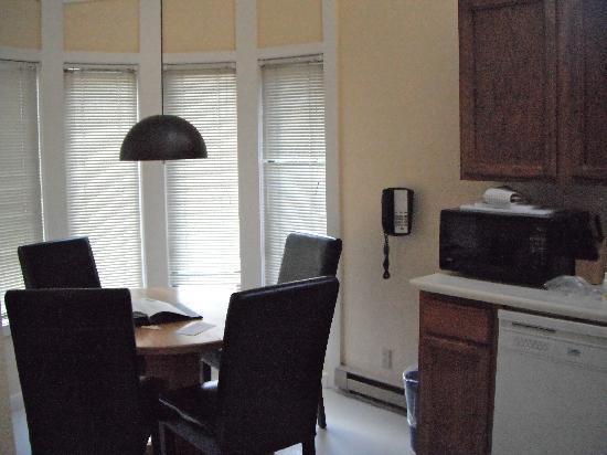 Roche Harbor Resort: condo dining room