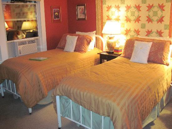 Miller Tree Inn Bed & Breakfast : Sunset room