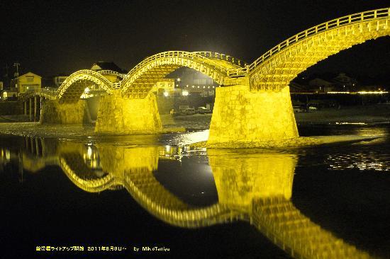 Puente de Kintaikyo: 黄金色に輝く錦帯橋です。