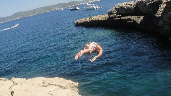 Playa de Cala Bassa: my hubby jumping from the rock