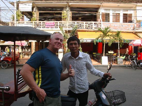 Prum Bayon Hotel: Me and MAX best tuk tuk driver in Siem Reap.