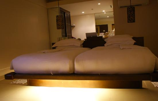 Discovery Shores Boracay: comforters that magnetically pull you to the bed
