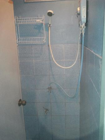 Koh Tao Backpackers Hostel: Hot water showers