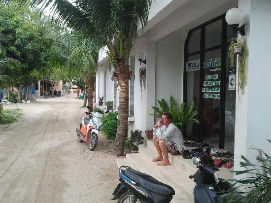 Koh Tao Backpackers Hostel : Hostel entrance