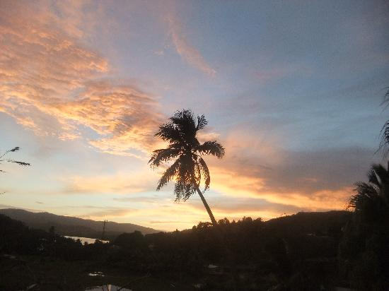 Savusavu Hot Springs Hotel: sunrise at hotel