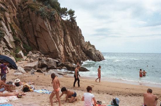 Platja Gran: Cove Beach under castle North side