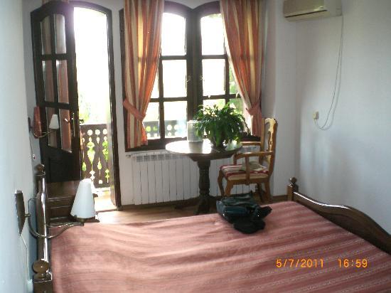 Hotel Gurko: Inside looking toward the porch