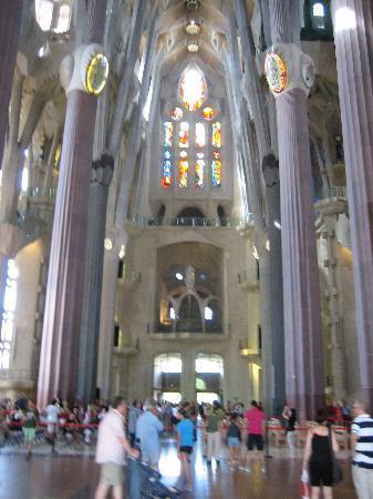 โบสถ์แห่งครอบครัวศักดิ์สิทธิ์: Interior