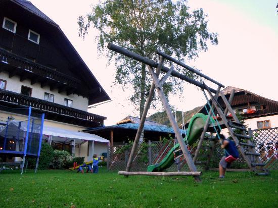 Hotel Alte Post: Area giochi in giardino
