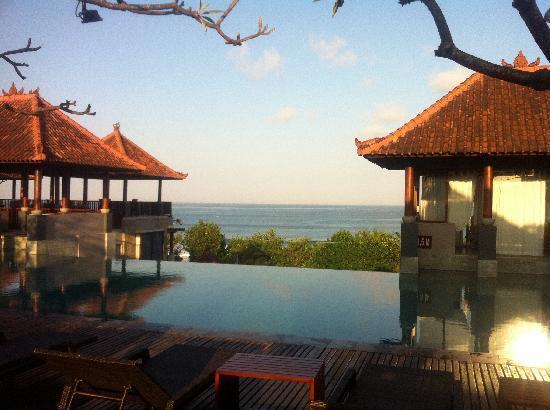 โรงแรมเมอร์เคียว คูตา: Pool