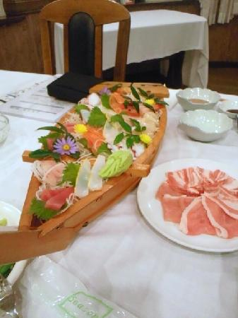 Petit hotel vintage club: 夕食のさしみと豚しゃぶ