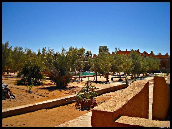 Haven La Chance Desert Hotel: El hotel visto desde el desierto (pisando las dunas)