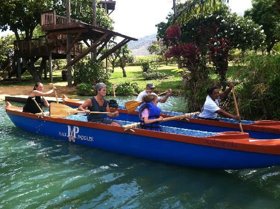 Maui Paddler Hawaiian Outrigger Experience : Leaving the dock
