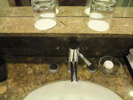 โรงแรมสวิสโซเทล เดอะ สแตมฟอร์ด: Stamford classic room - sink