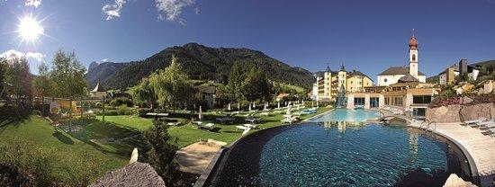 Hotel Adler Dolomiti Spa & Sport Resort: il resort