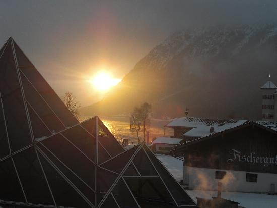 Hotel Alpenrose: Blick vom Hotel zum See