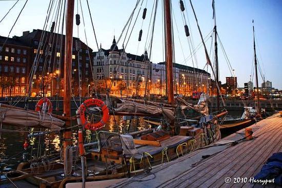 Helsinki, Finlande : Halkolaituri pier