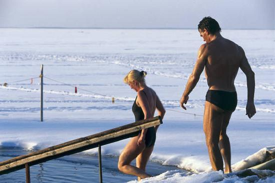 Helsinki, Finlandiya: Ice swimming