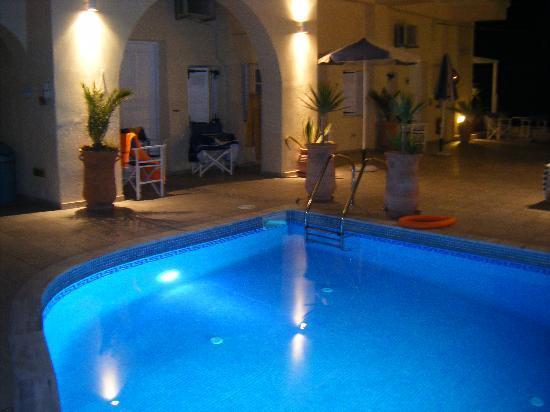 Reverie Santorini Hotel: Pool