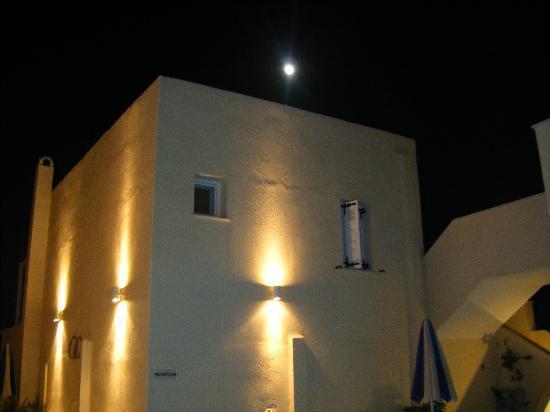 Reverie Santorini Hotel: Reviere