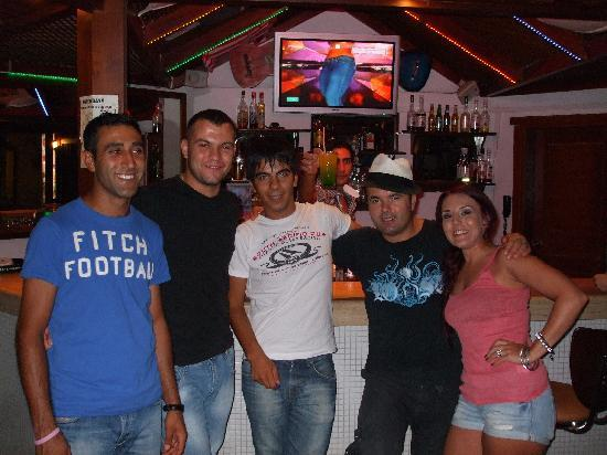 Queen Resort Hotel : all the bar staff, Mo, ?, Broc, Rafeal, Johnny and me!!