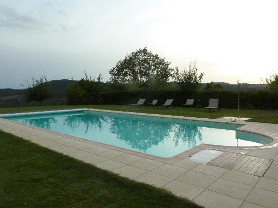 Agriturismo Podere Lamberto: swimming pool