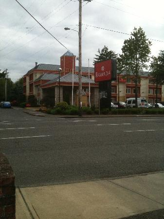 Ramada Portland: Ramada Inn on Stark St