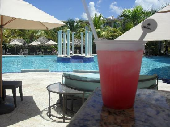 Paradisus Punta Cana Resort: The Reserve pool and drink
