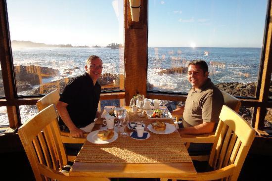 Wickaninnish Inn and The Pointe Restaurant: Frühstück und Dinner im Pointe-Restaurant: kulinarisch top, Blick sensationell