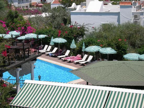 Meldi Hotel : from roof terrace down across bar to pool