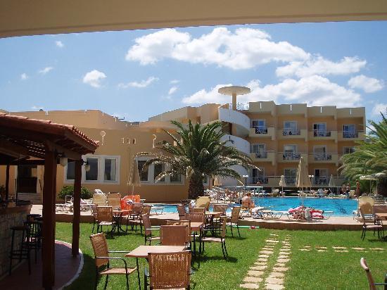 Sunny Bay Hotel: ΠΙΣΙΝΑ & POOL BAR