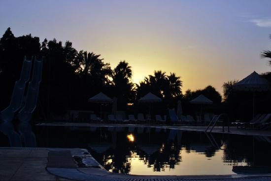 Bousten Long Beach Club: early morning pool :)