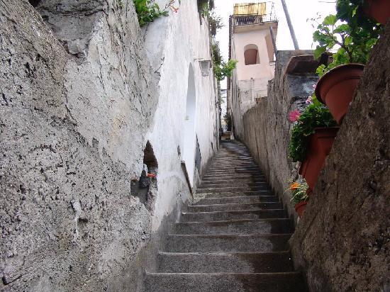 Hotel Il Gabbiano: Steps to the beach