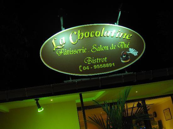 La Chocolatine : The outside sign.