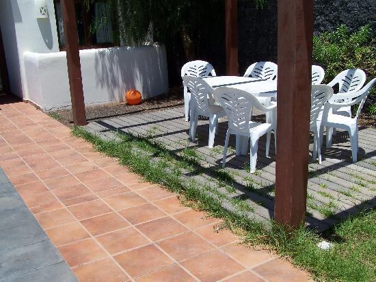 "Villas Las Arecas Club: ""well-manicured"" garden"