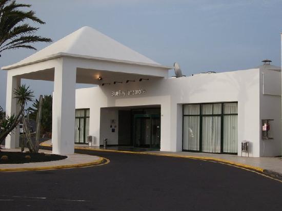 BlueBay Lanzarote: Front of Hotel