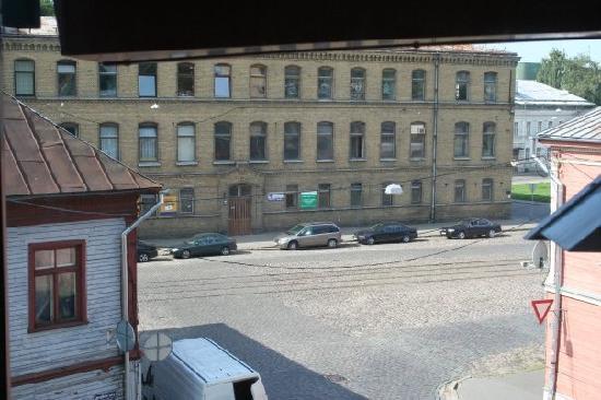 Dodo Hotel: Utsikt fra hotellrommet, man kan se trikkestoppen