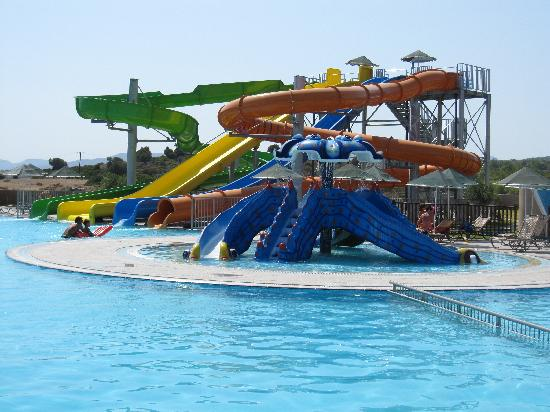 Lindos Imperial Resort & Spa: Piscine activité