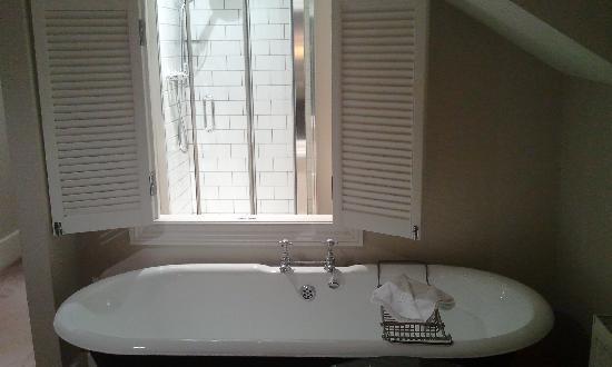 Eleven Didsbury Park: Bathroom