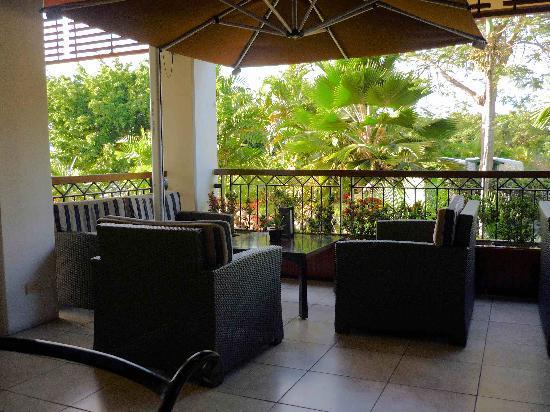 โซฟิเทล ฟิจิ รีสอร์ท แอนด์ สปา: a quiet spot in the lobby