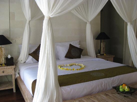 Puri Sunia Resort: Dormitorio