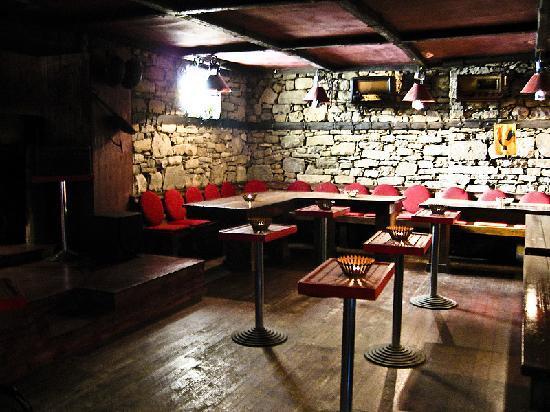 Bujtina e Gjelit: int bar