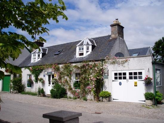 Loch Ness Clansman Hotel: Ferness Cottage, beautiful & extremely comfortable...great value for money & awesome breakfast